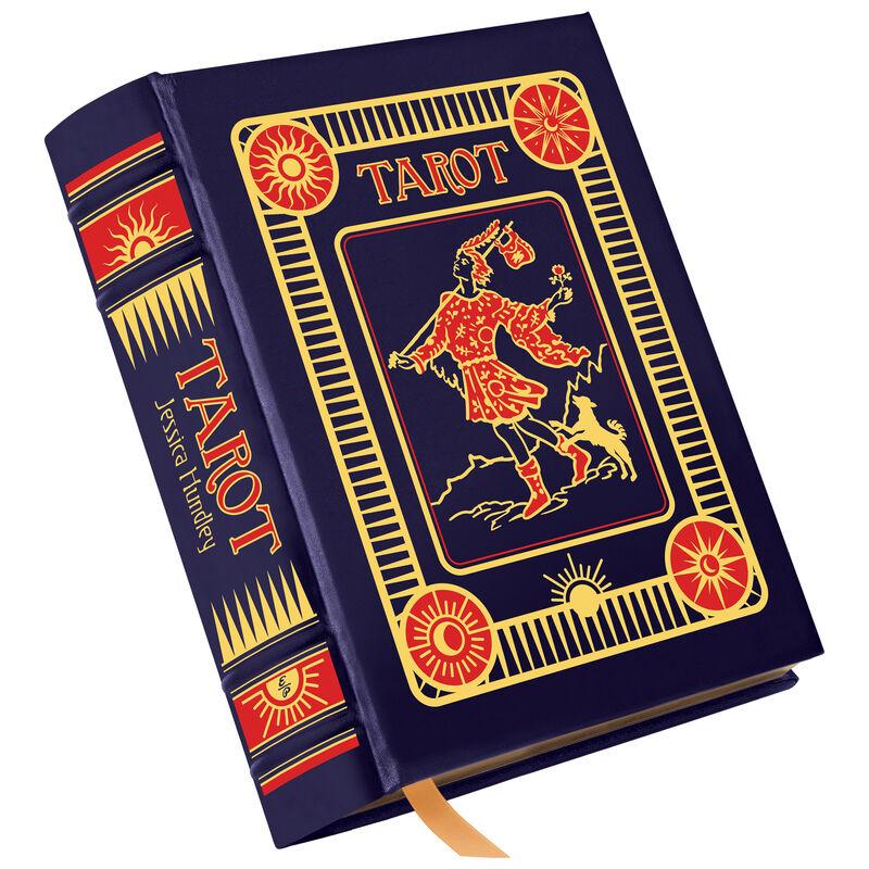 3753 Tarot a main